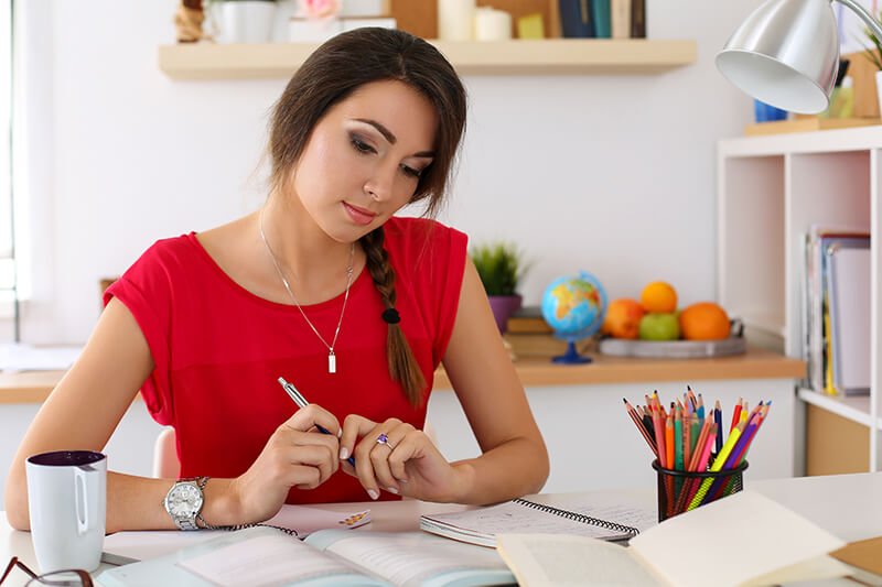 Student learning how to write a good essay outline