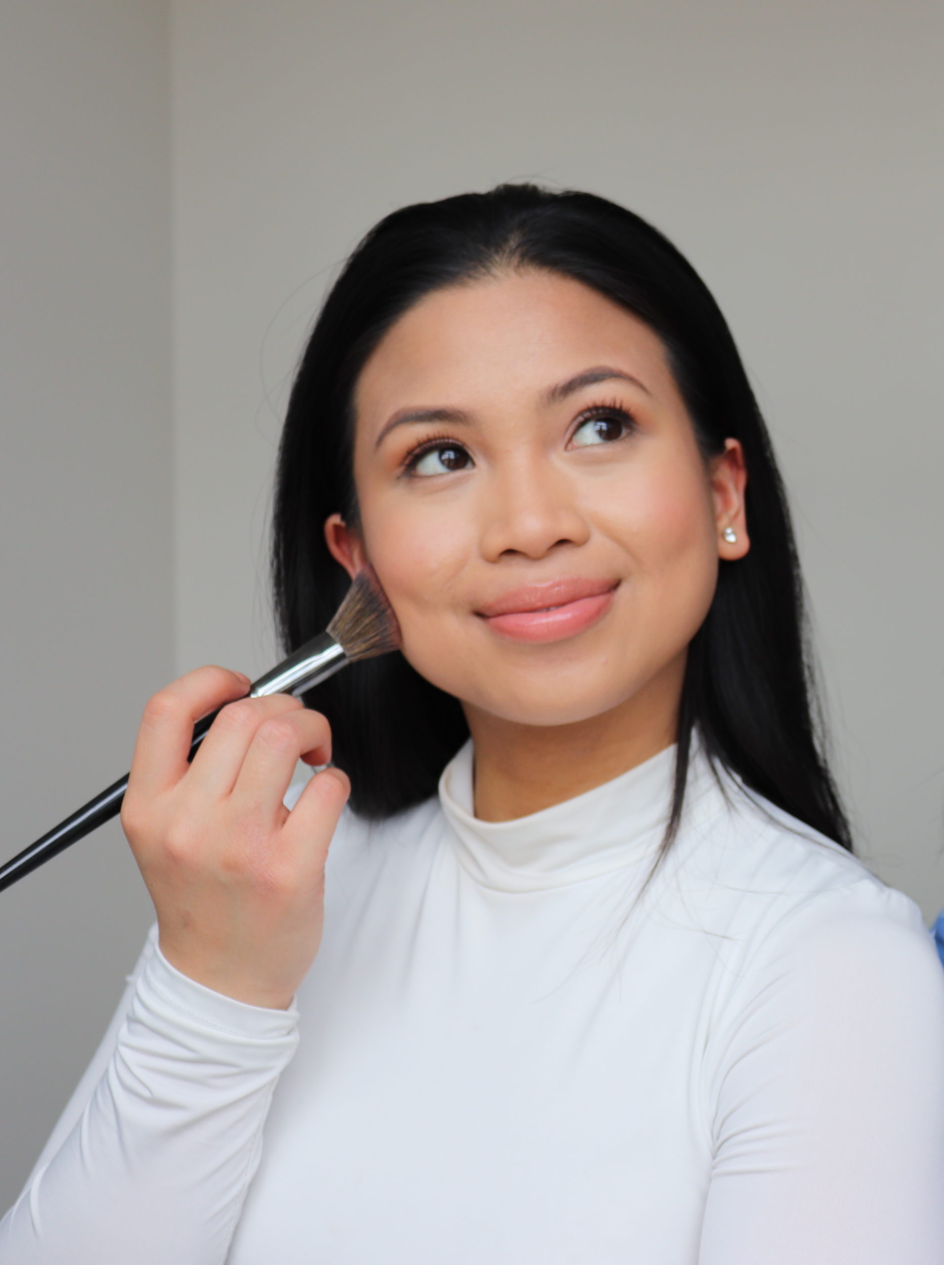 Toronto beauty blogger Nathalee Pauline uses a makeup brush in a tutorial