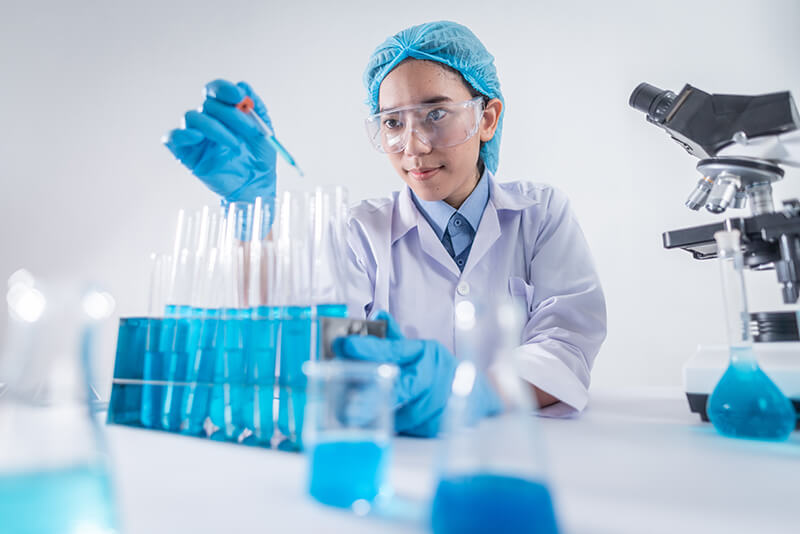 Female scientist determining how to write a hypothesis for her experiment in the lab